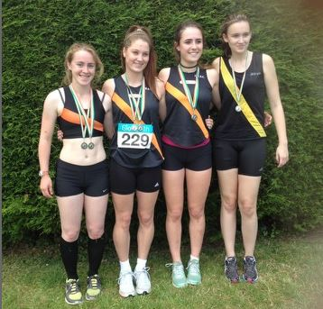 U18 girls relay